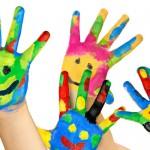 Bunte Kinderhände